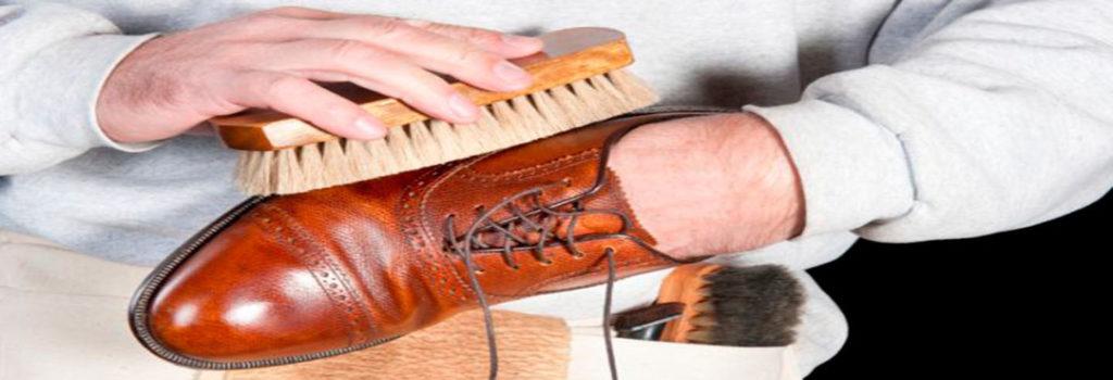 Abrillantar zapatos
