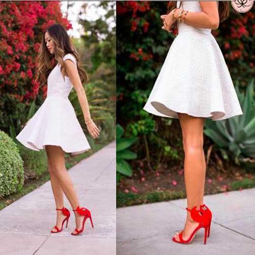 Como combinar vestido negro con zapatos rojos