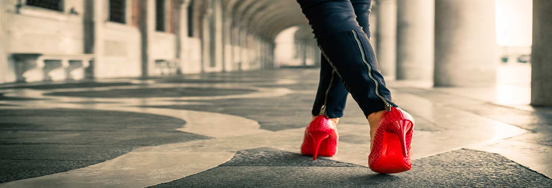 zapatos en rojo para mujer
