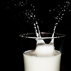 Quitar manchas con leche y sal